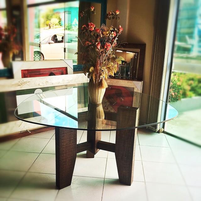 mesa-em-vidro-e-madeira