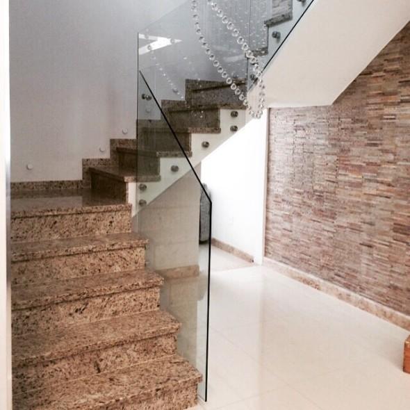 sistema-de-guardacorpo-em-vidro-para-escada
